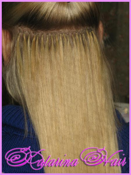 В процессе наращивания волос.